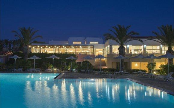 Отель расположен на пляже