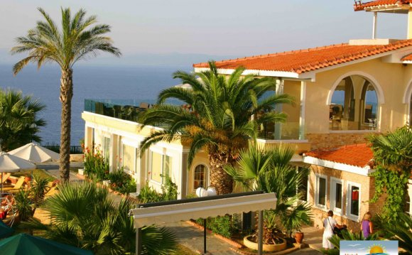 Отель Aristoteles Beach 4*