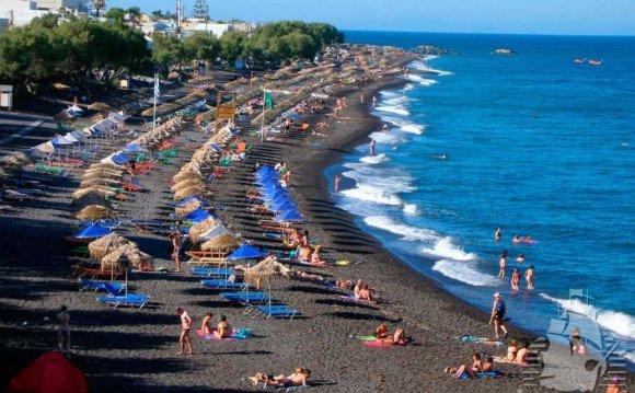 Разноцветные пляжи Санторини